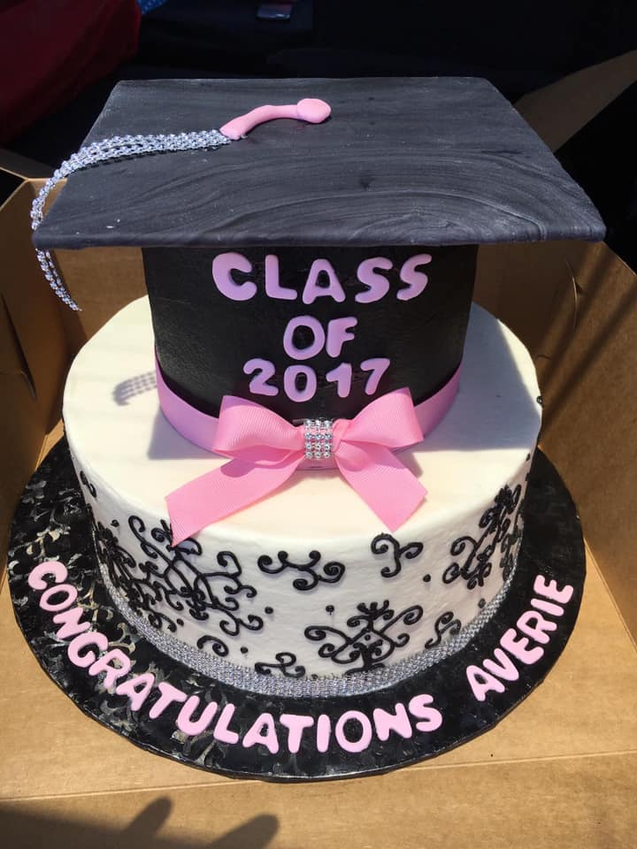 "<a href=""http://www.joyscakery.com/graduation-cakes/"">Graduation Cakes</a>"